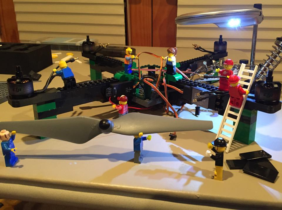 出典:http://blogs.discovermagazine.com/drone360/2015/03/17/build-it-yourself-drones-lego/